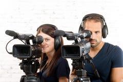 年轻人和妇女有专业照相机的 库存照片