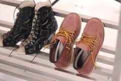 人和妇女鞋子 免版税库存图片