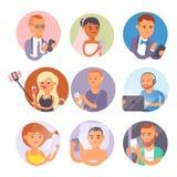 人和小配件概念 繁忙的人巧妙的电话社会通信生活方式 网上社会网络现代生活 库存例证