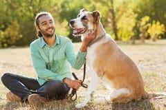 人和狗 库存图片
