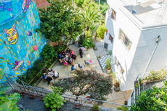 人和街道艺术互作用 免版税库存照片