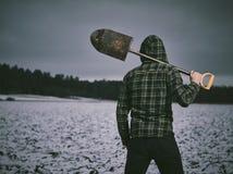 人和铁锹 免版税库存图片