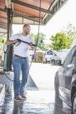 人和他的汽车 免版税图库摄影