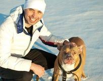 年轻人和他的狗 免版税库存图片