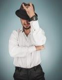 人和whirt画象帽子的在演播室 免版税库存照片
