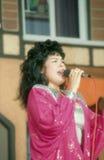 黑人唱歌的妇女 免版税图库摄影