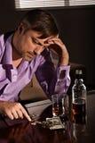 人喝威士忌酒 图库摄影