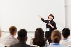 人在业务会议或演讲 免版税图库摄影