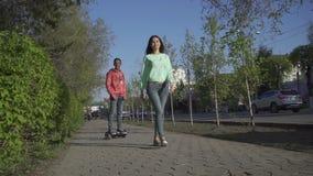 年轻人在亚裔女孩的hoverboard乘坐 影视素材