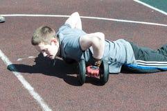 人在健身Crossfit,奥伦堡,俄罗斯竞争 免版税库存图片