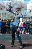 人在健身Crossfit,奥伦堡,俄罗斯竞争 图库摄影