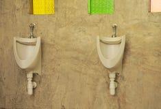 人在咖啡店的` s洗手间 免版税图库摄影