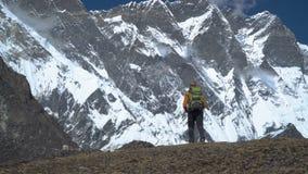 人在喜马拉雅山旅行 股票录像