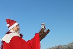 人在圣诞老人的衣服 免版税图库摄影