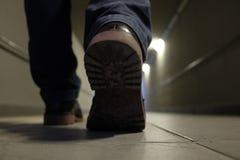 人在地下过道走 免版税库存照片