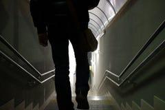 人在地下过道走 免版税库存图片