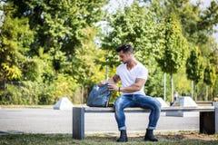 人在城市公园 免版税库存图片