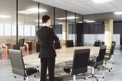 人在有家具的现代会议办公室 免版税图库摄影