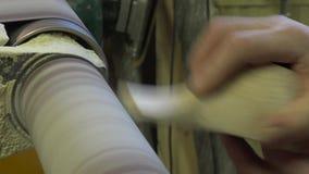人在木头雕刻 民间工艺 木头 民间技术 4K决议 股票视频
