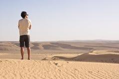 人在沙漠 免版税库存图片