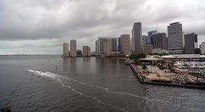 人在港口外面的喷气机滑雪在迈阿密佛罗里达 免版税库存照片