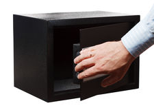 人在白色隔绝的一个镶边衬衣开放黑保险柜的` s手 小家或旅馆保险柜 库存照片
