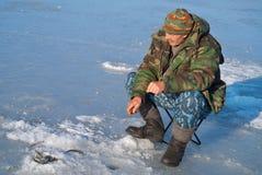 人在钓鱼25的冬天 库存图片