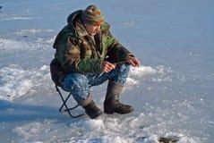 人在钓鱼21的冬天 库存图片