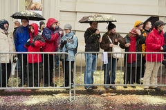 人在巴塞尔狂欢节的手表游行在巴塞尔,瑞士 免版税图库摄影
