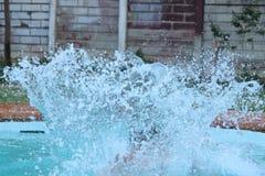 人在水池跳 库存图片
