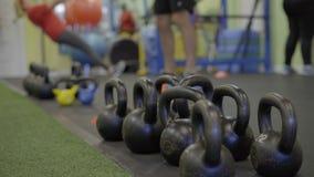 人场面一间繁忙的健身房的 股票视频