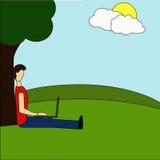 年轻人坐在公园在树下和与膝上型计算机一起使用 社会网络,搜寻和s的平的现代例证 向量例证