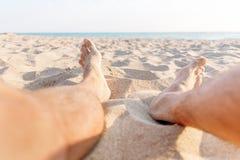 人坐海滩, pov 库存照片