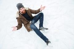 人坐雪滑冰 免版税库存照片