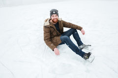人坐雪滑冰 图库摄影