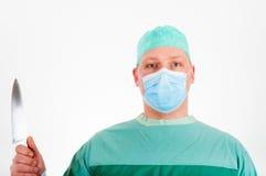 人外科医生制服的和有刀子的在手中 免版税库存图片