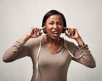 黑人妇女听力任何 图库摄影