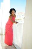 年轻黑人妇女,非洲的发型 免版税库存照片
