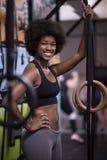 黑人妇女画象在锻炼浸洗的锻炼以后的 库存照片
