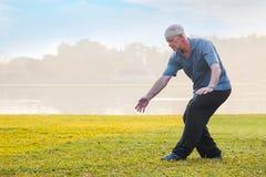 人实践太极拳川石在公园 库存图片