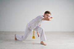 人实践的capoeira,巴西武术 免版税库存照片