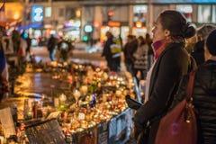 年轻巴黎人对悲剧的夫人沈默反应 免版税库存图片
