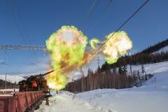 射击在铁路的一门大炮 免版税库存图片