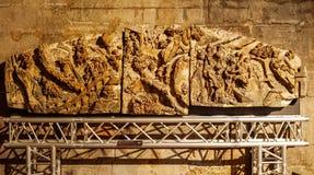 人工制品在维也纳大教堂恢复时运输 库存图片