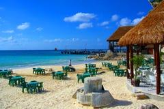 人工制品海滩奇怪坎昆的餐馆 免版税库存图片
