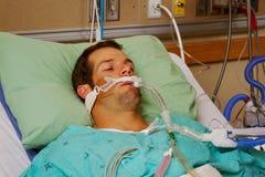 人工呼吸机的患者 免版税库存照片