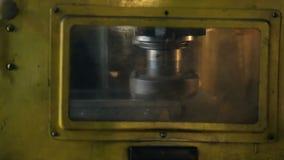 人工操作,内部设施在工厂运作 股票录像