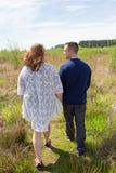 年轻人已婚夫妇生活方式画象 免版税库存照片