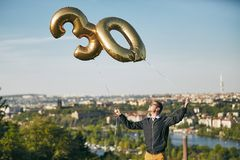 人庆祝三十年生日 免版税库存图片