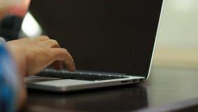 人开会用途键盘新闻笔记本 影视素材